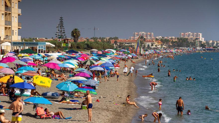 El turismo nacional salva la temporada con una opcupación hotelera media del 80%