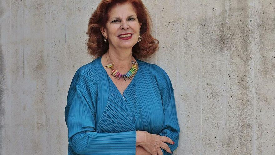 El espléndido armario de Carmen Alborch pasa al Museo del Traje en Madrid