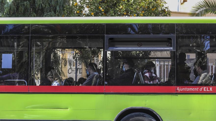 Los conductores de autobús de Elche exigen que les incluyan en la vacunación