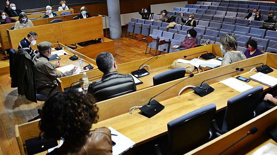 La baja del secretario condiciona el pleno