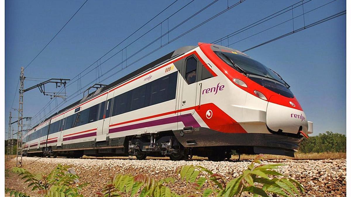 Un tren de Cercanías en el recorrido entre Málaga y Fuengirola.   EP/RENFE
