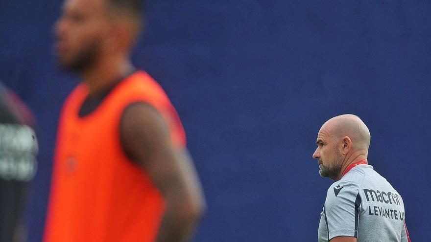 El Levante está al límite con Rúben Vezo y Sergio León