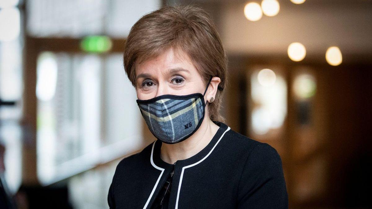 Fracasa la moción de censura contra Sturgeon en Escocia