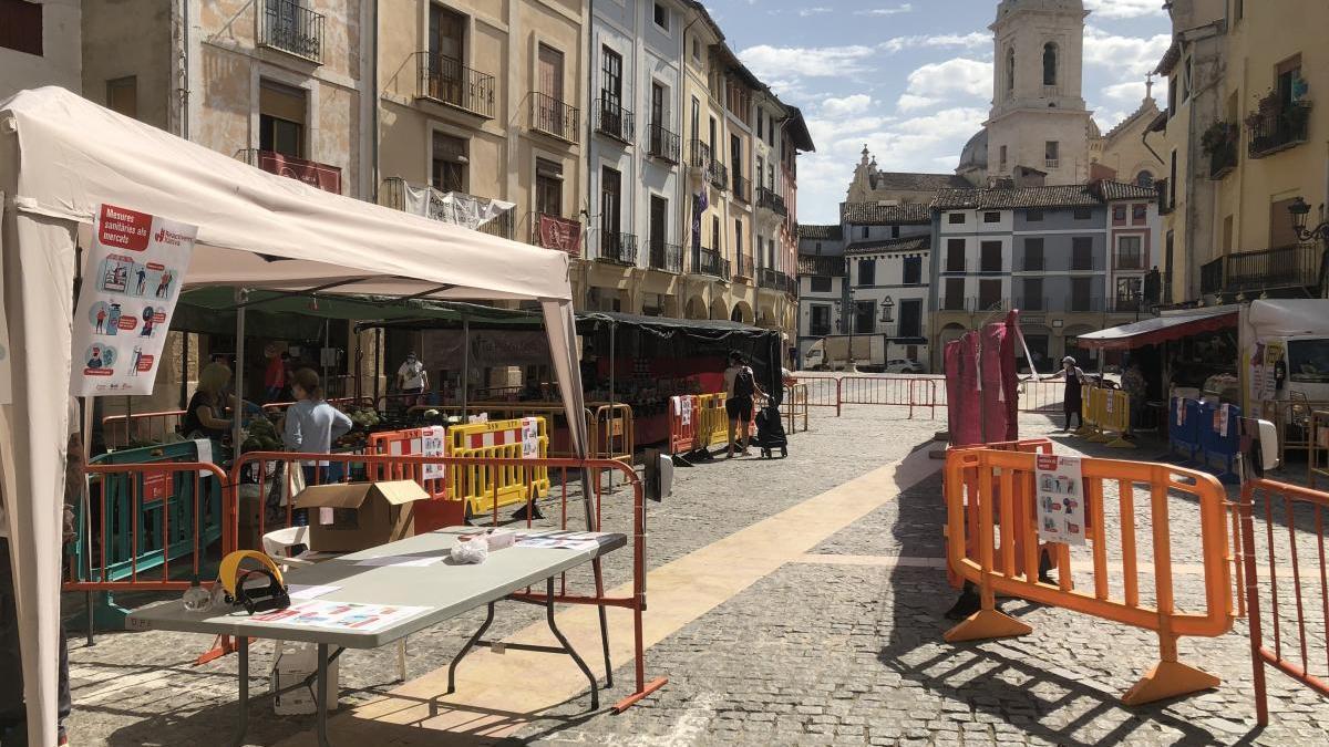 Puestos de alimentación en el mercado ambulante de este martes en Xàtiva