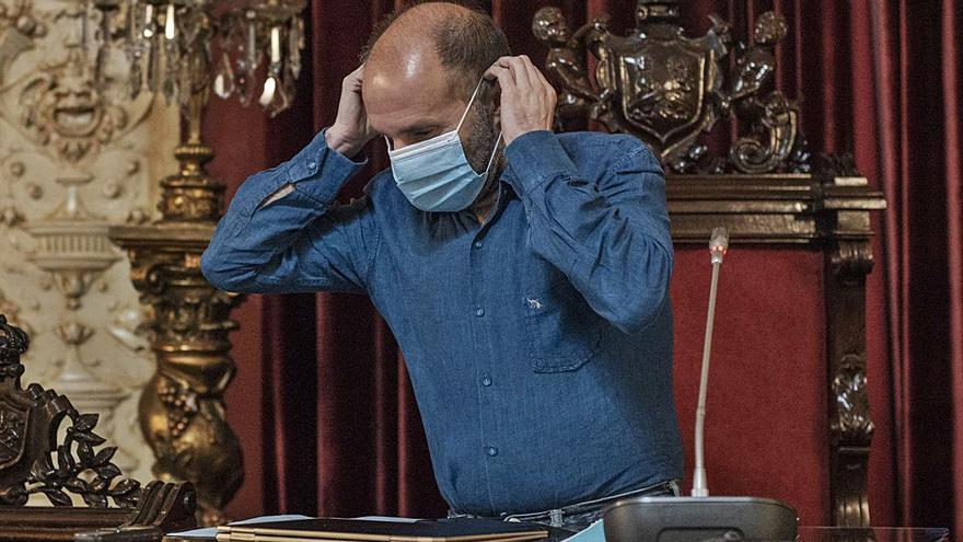 Jácome vuelve a ser noticia nacional, tras sentarse en una oficina del Concello a ver a qué hora llegaban sus 10 funcionarios