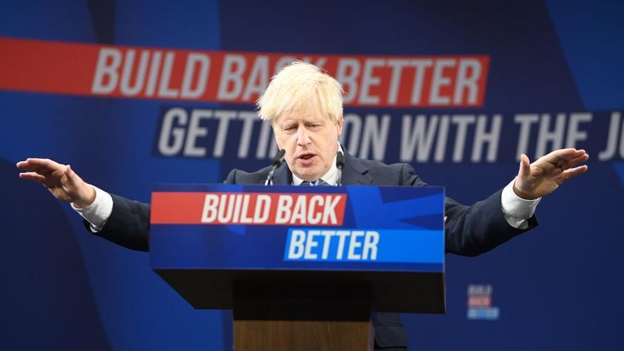 Johnson advierte a los británicos de unas navidades problemáticas