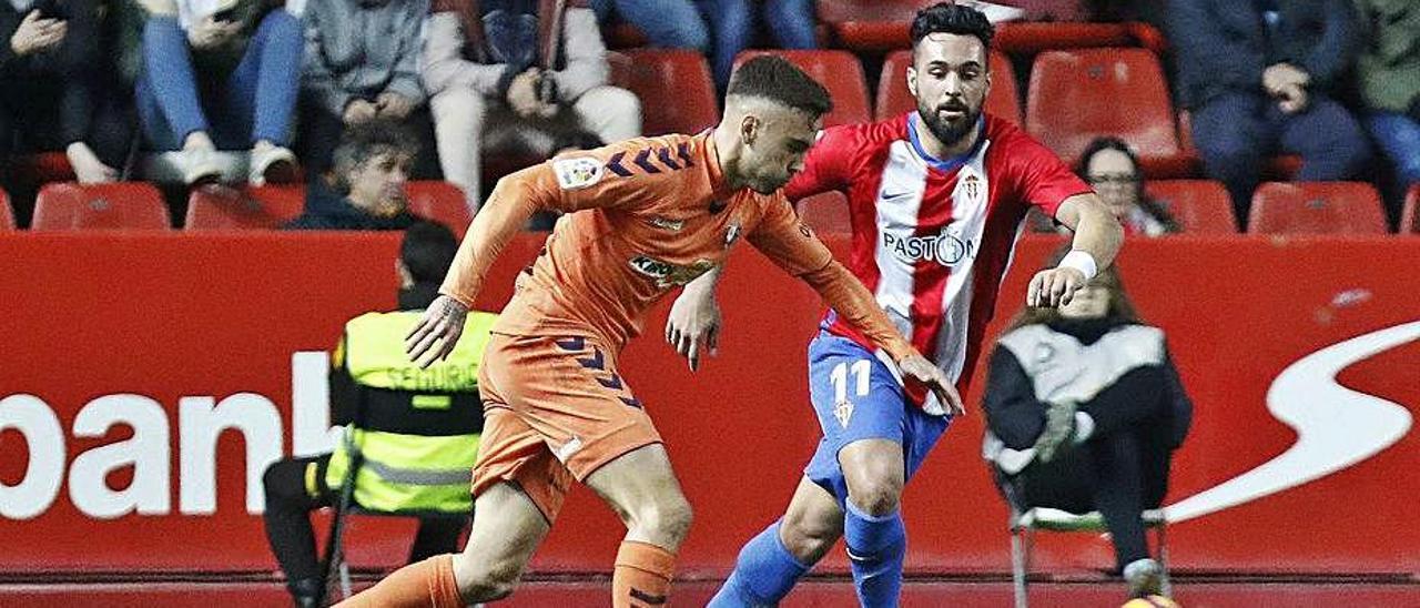 Rober Ibáñez, con el Osasuna, en un partido frente al Sporting. | LNE