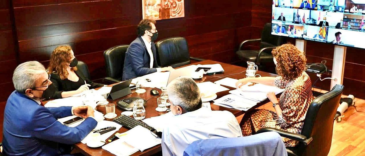 El equipo de la Consejería de Hacienda sigue telemáticamente la reunión del Consejo de Política Fiscal y Financiera de ayer. | | LP/DLP