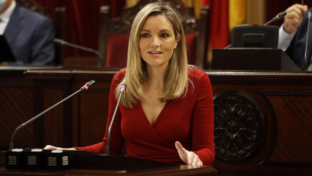 La coordinadora y portavoz del Comité Autonómico de Ciudadanos Baleares, Patricia Guasp, interviene durante una sesión plenaria en el Parlament.