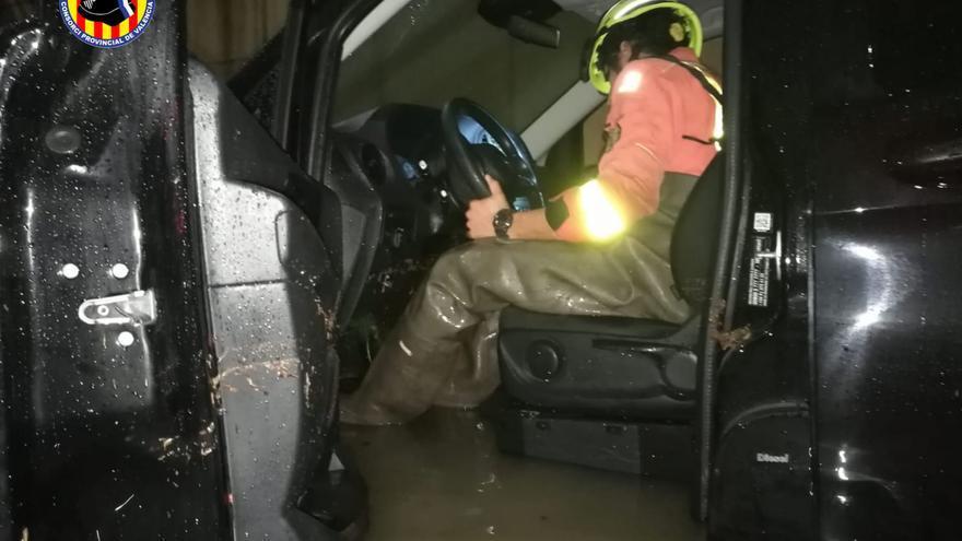 Intervención de los bomberos en las lluvias en Xàtiva.