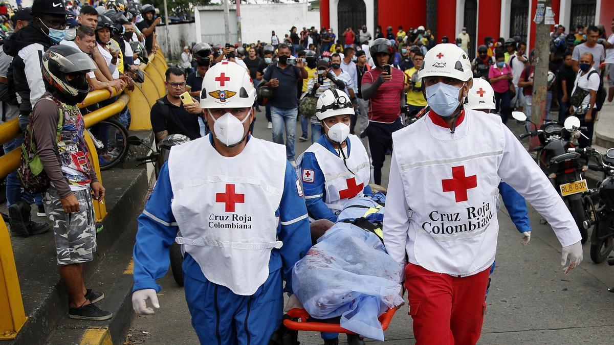 Tres personas mueren en hechos confusos durante la protesta en ciudad colombiana de Cali.