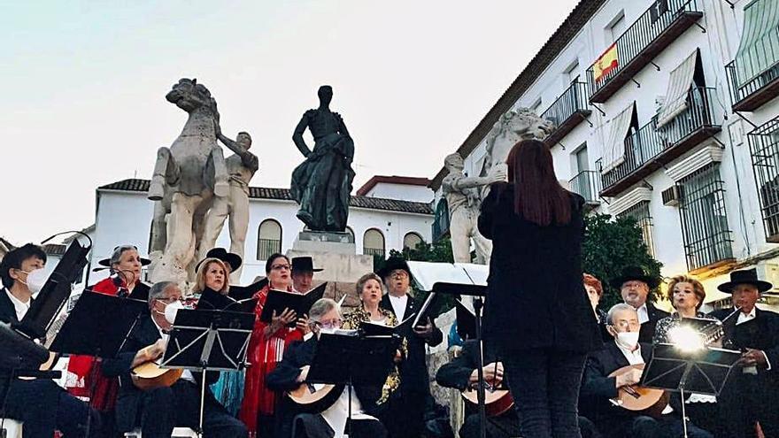 Serenata en la plaza de Santa Marina