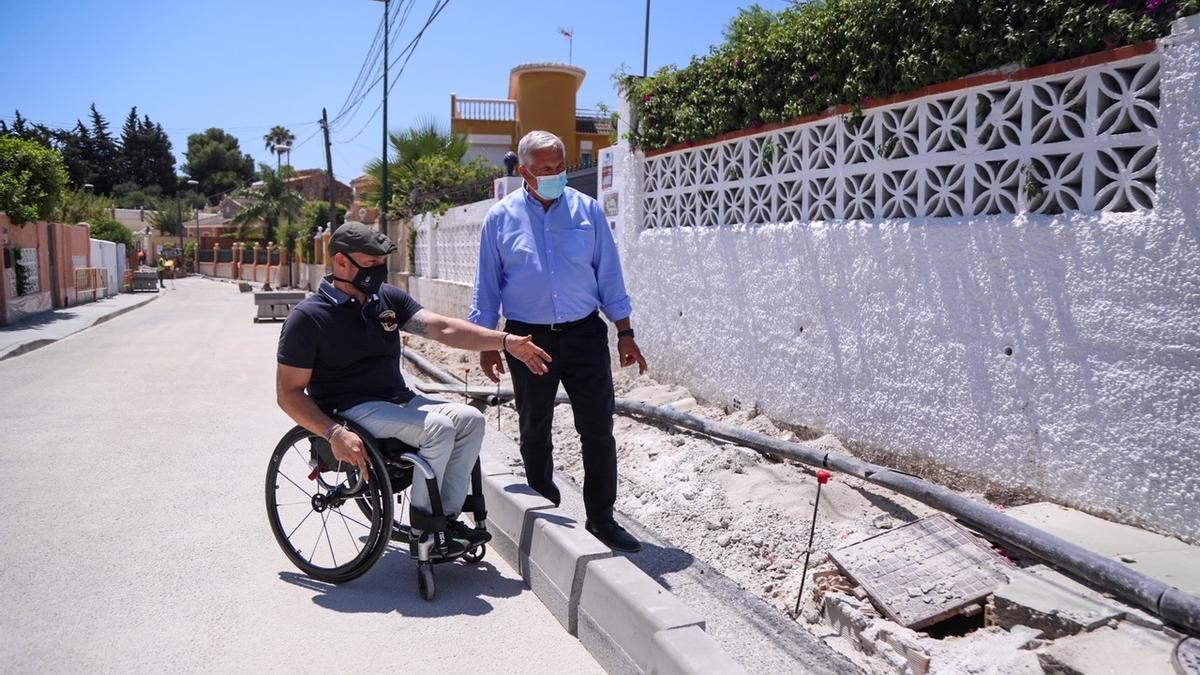 Los concejales de Ordenación del Territorio, Raúl López, y del Distrito de Churriana, José del Río, visitan obras en Churriana