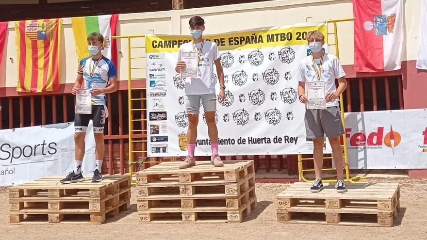El almendralejense Fran Cortés, campeón de España de MTB-O en categoría M17