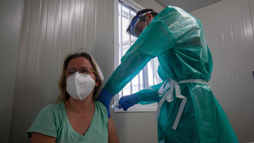 Una de las primeras maestras vacunadas: «¡Pínchame ya, por favor!»
