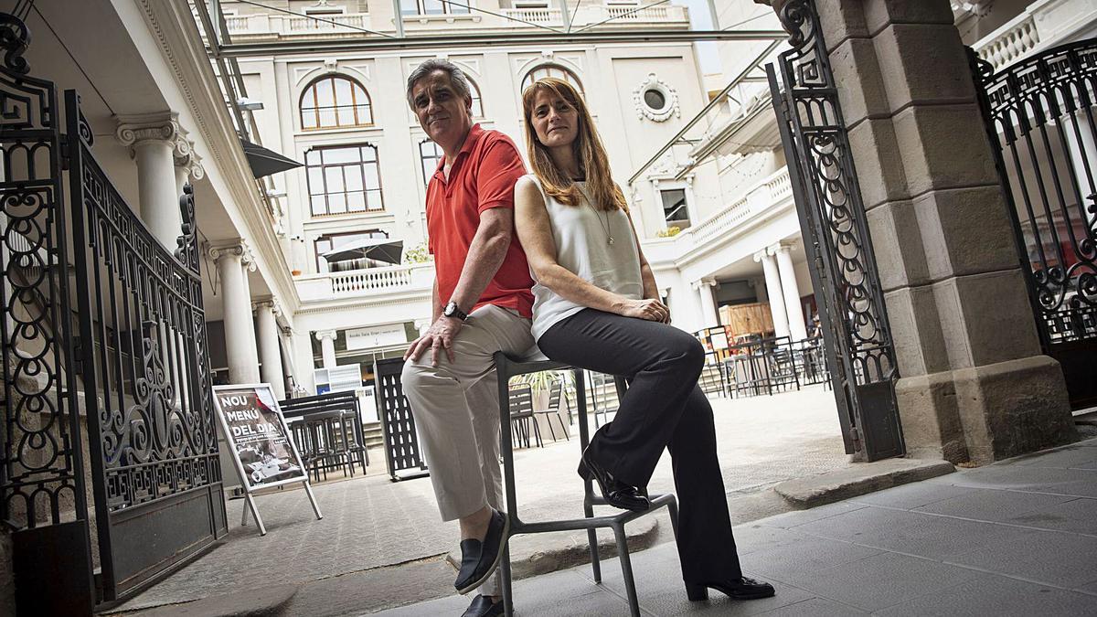 Xavier Tapias i May Closa, els promotors del certamen, ahir, a l'entrada del Kursaal, un dels escenaris del campionat | OSCAR BAYONA