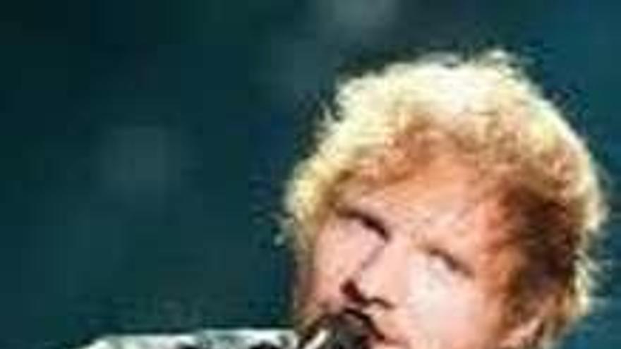 Sheeran triunfa en los premios Billboard