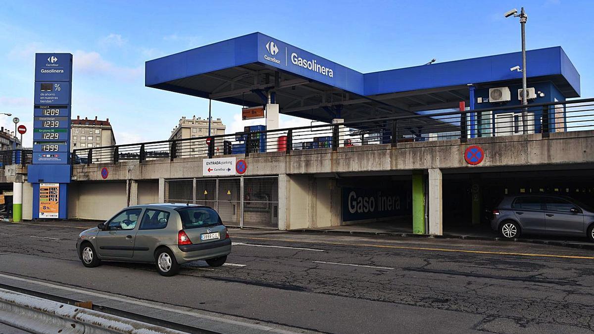 Gasolinera del hipermercado Carrefour de Alfonso Molina, durante su funcionamiento. |   // VÍCTOR ECHAVE