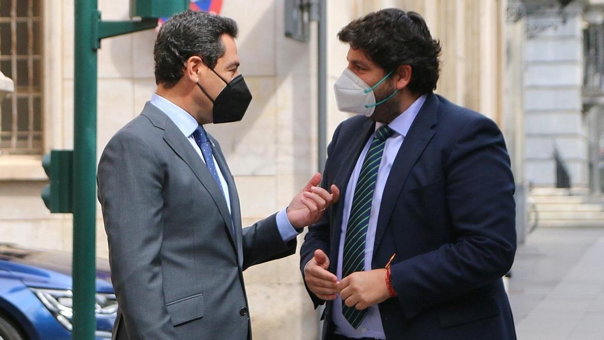 Juanma Moreno y Fernando López Miras, en Almería