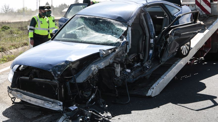 Herido grave el conductor de un turismo que chocó contra un camión en la N-120 en Villadangos del Páramo (León)