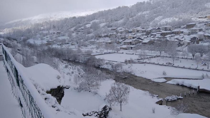 GALERÍA | Porto, el pueblo nevado de Zamora que parece un cuento de Navidad