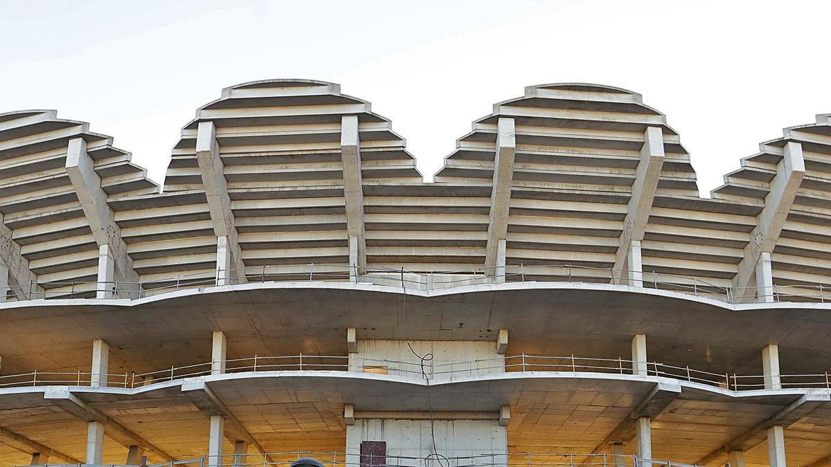 El nuevo estadio exhibe su decadencia todos los días y desde hace doce años.  | M. A. MONTESINOS