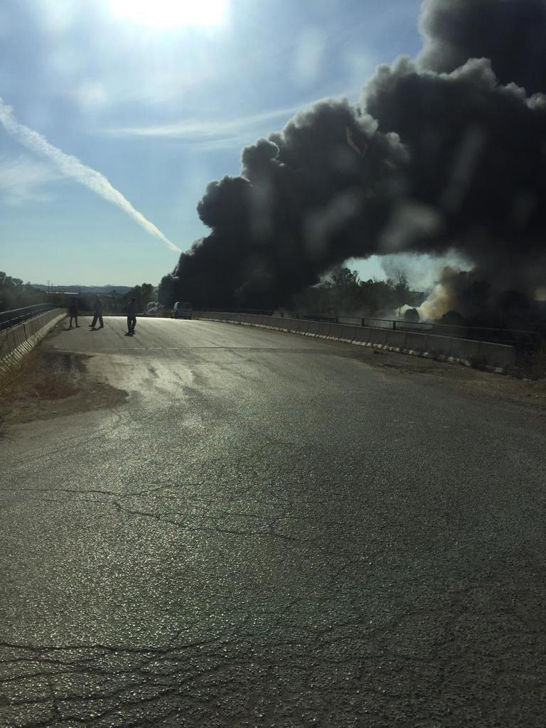 Una gran columna de humo en Almussafes se divisa en toda València