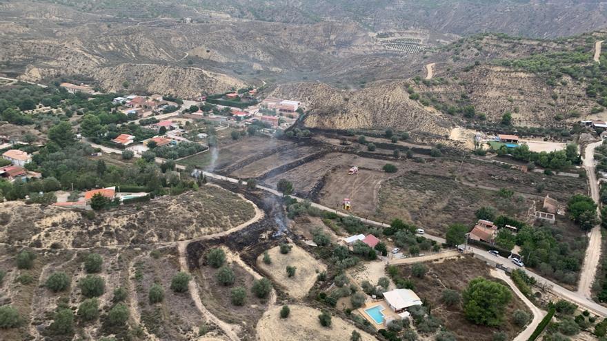 Consiguen extinguir un incendio en el Camino de los Puros, en Murcia