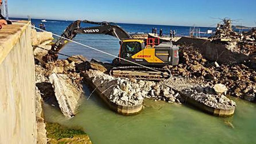 Xàbia contrata por 64.000 euros la demolición de los tajamares del puente del Gorgos