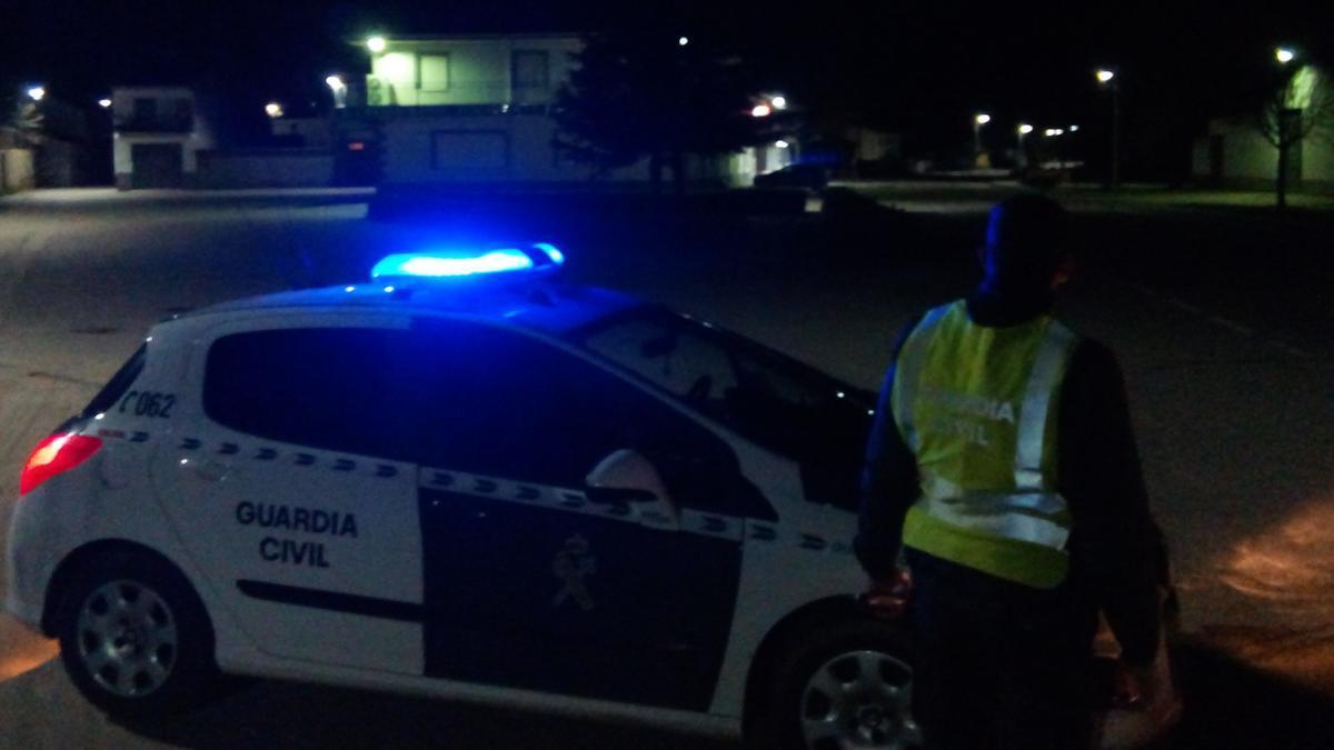 Foto de archivo de una intervención nocturna de la Guardia Civil.