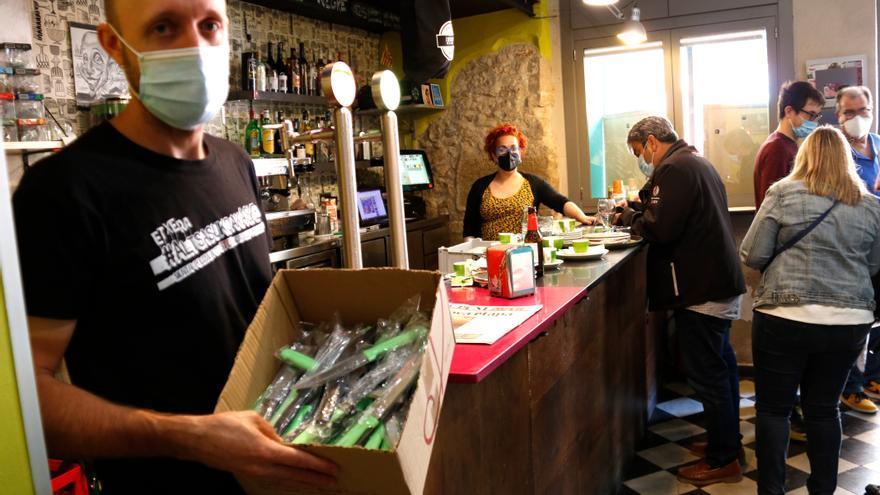 Un bar regala ganivets als seus clients per la inseguretat al carrer