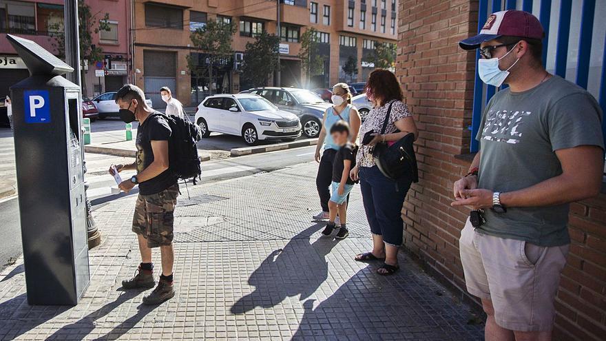 """Hosteleros y vecinos denuncian """"el afán recaudatorio"""" del ayuntamiento con la nueva ORA"""