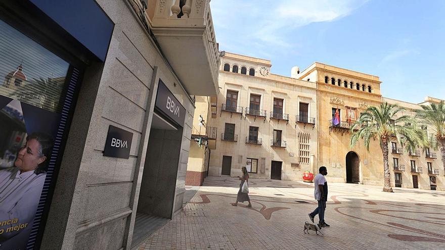 El BBVA se marcha de la Plaça de Baix y abre hueco a la llegada de restaurantes