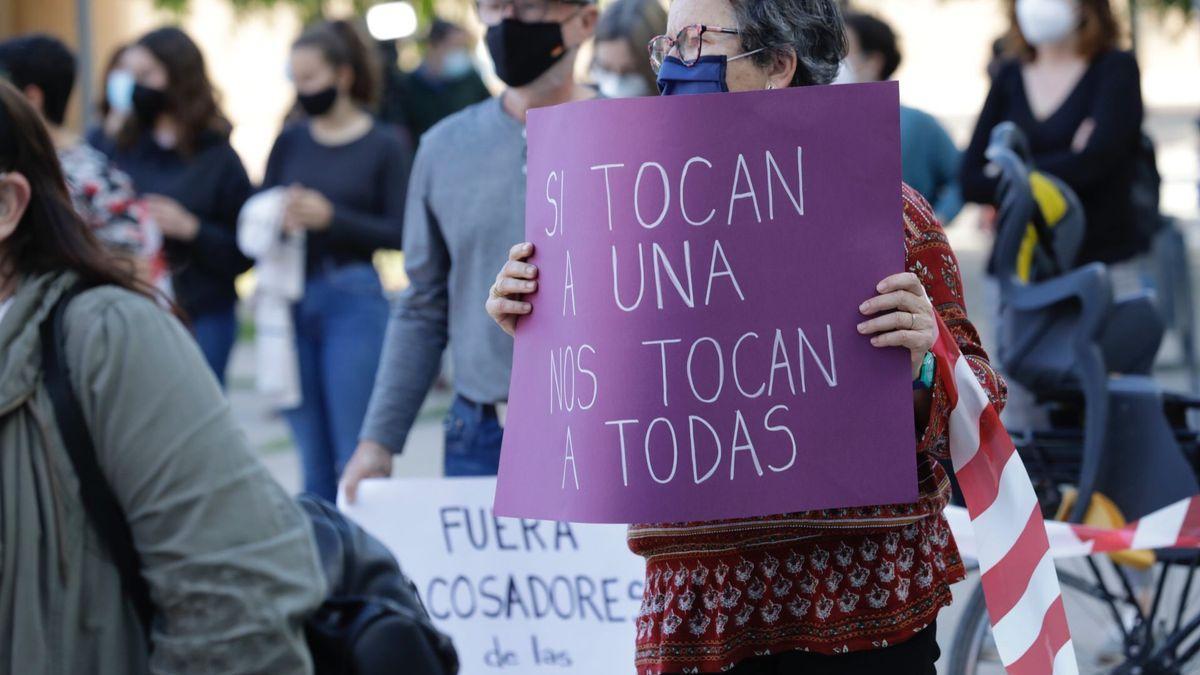 Protesta en Zaragoza contra las agresiones sexuales cometidas por un médico de Zaragoza