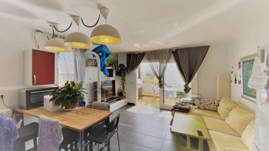 Disfruta de jardines y piscinas en cualquiera de estos pisos en venta en complejos residenciales de Teguise