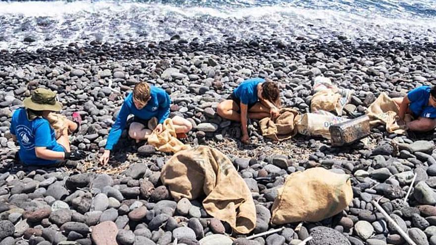 El Cabildo de La Gomera colabora con las limpiezas de las playas previstas para este sábado
