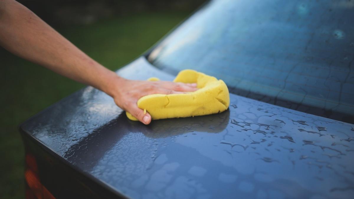 Claves y consejos para limpiar el exterior del coche de forma rápida y completa