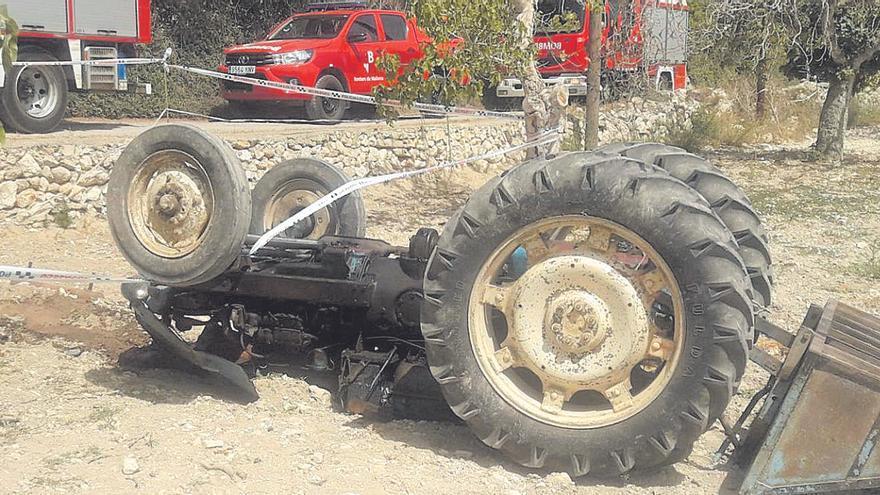 Un hombre de 59 años muere al volcar su tractor en Manacor
