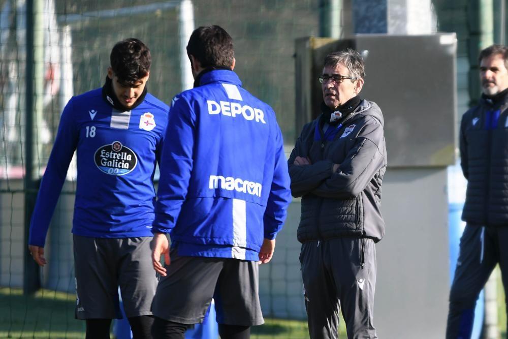 El técnico dirige su última sesión en Abegondo para ultimar la preparación del encuentro en el Carlos Belmonte ante el Albacete.