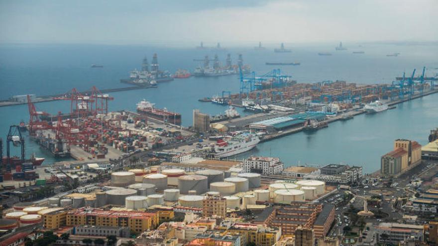 El movimiento de contenedores cae un 15% en mayo en el Puerto de La Luz