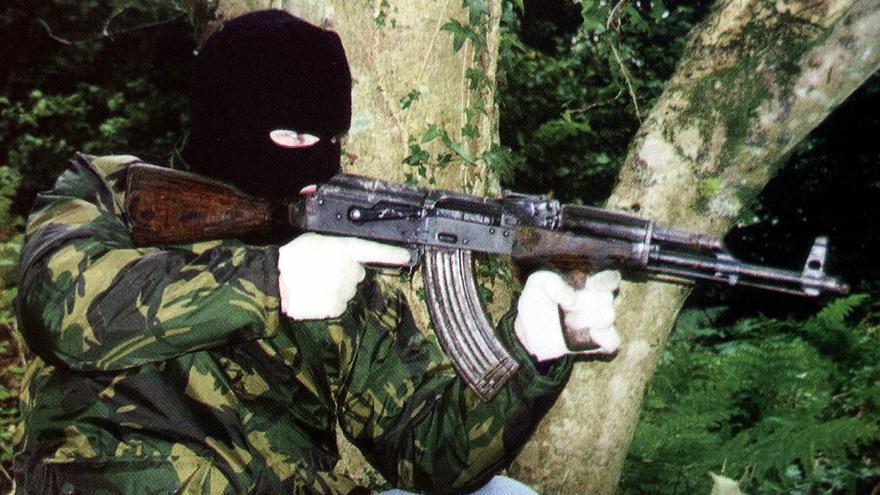 Londres promoverá una ley para que prescriban los atentados de Irlanda del Norte