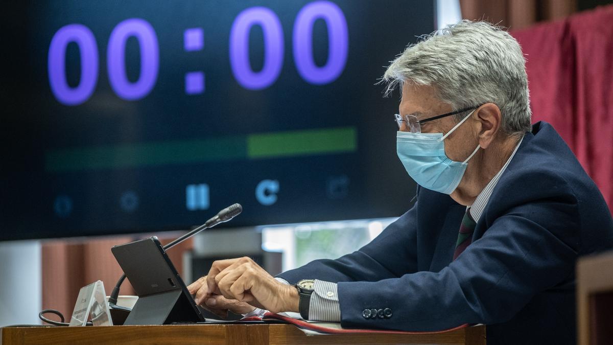 Comparecencia de Julio Pérez en el Parlamento.