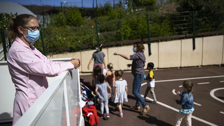 Las mascarillas dejarán de ser obligatorias en los patios de los colegios madrileños a partir del lunes