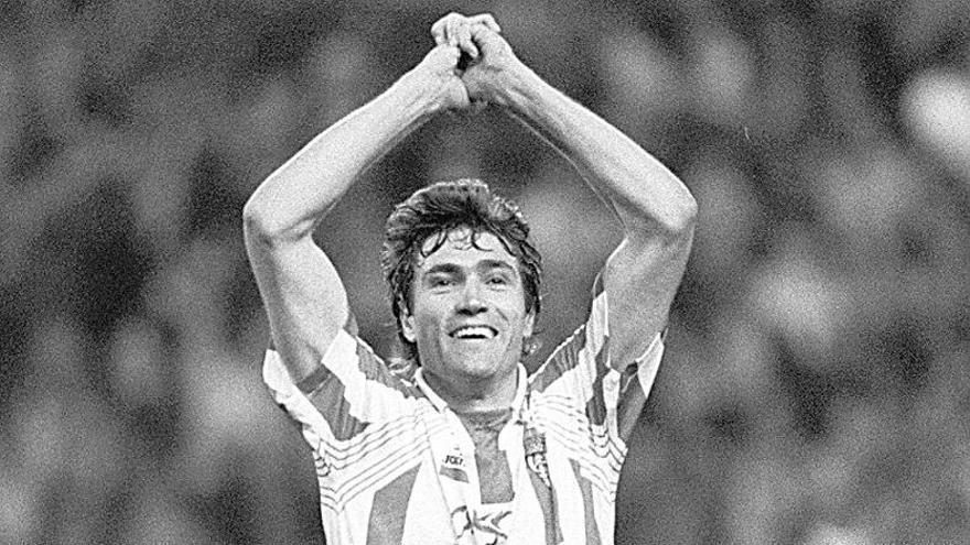 El recuerdo de Julio Salinas en twitter al Sporting dos décadas después de jugar de rojiblanco en Extremadura