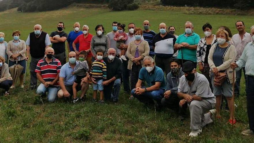 Naraval, en Tineo, se une contra la escombrera prevista en pleno pueblo
