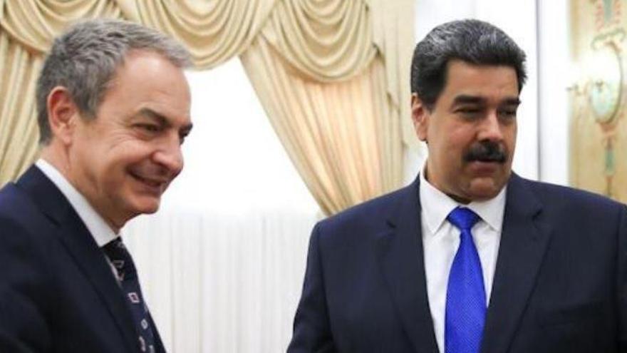 """Zapatero visitó a Maduro """"sin mandato"""" del Gobierno"""