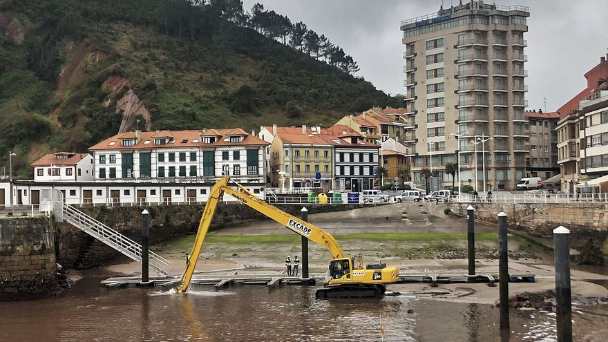 Se inicia el dragado del puerto de Candás tras meses de espera de los pescadores