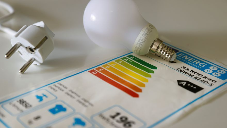 Los malagueños destinan el 4% de su prespuesto anual al pago de luz, agua y gas