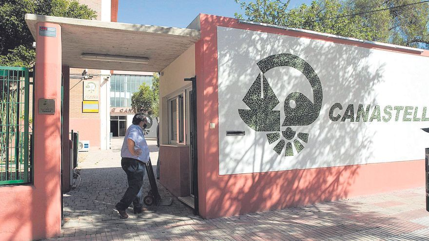 San Vicente rechaza el relevo del director del IES Canastell y denuncia falta de inversiones