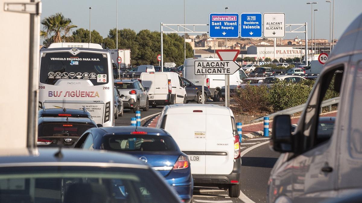 Atascos a la entrada de Alicante por la Universidad